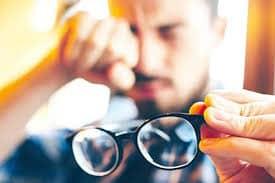 Những tình trạng bạn thường gặp khi đeo kính mắt